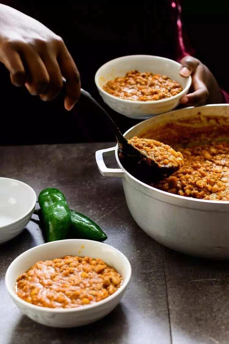 How to cook beans porridge?