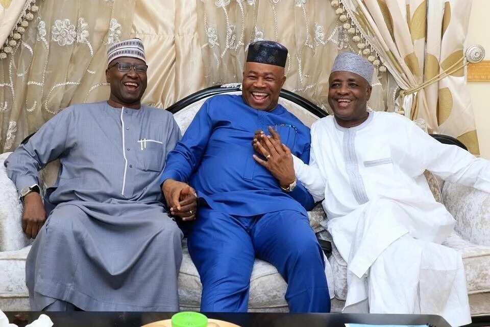 Babban sakataren tarayya, Boss Mustapha tare da Akpabio sun ziyarci Aliyu Wamakko a gidansa dake Abuja (hotuna)