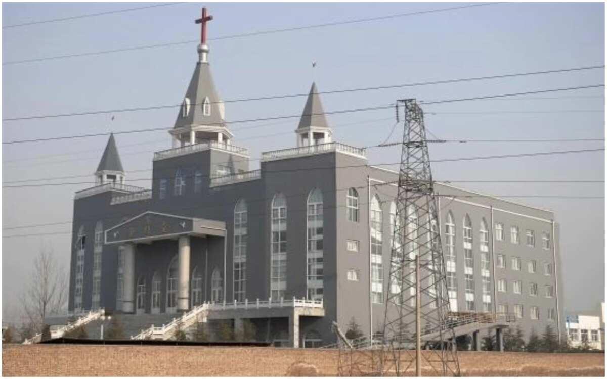 Chinese authorities demolish popular Christian mega-church