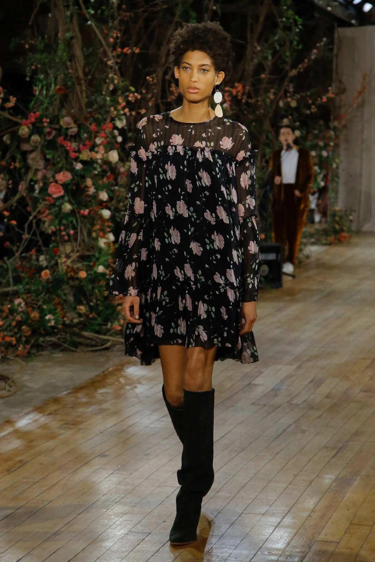 Short chiffon dress with sleeves 10