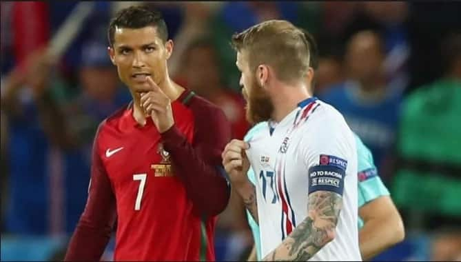 Video: Ronaldo throws reporter's microphone into lake