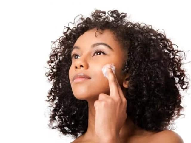How to use castor oil for skin whitening