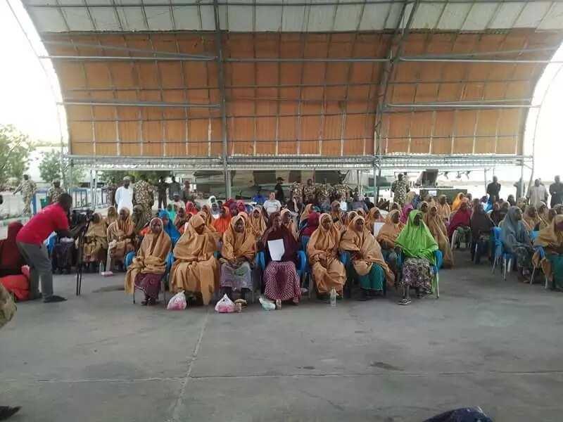 Army hands over Dapchi girls to FG (photos)