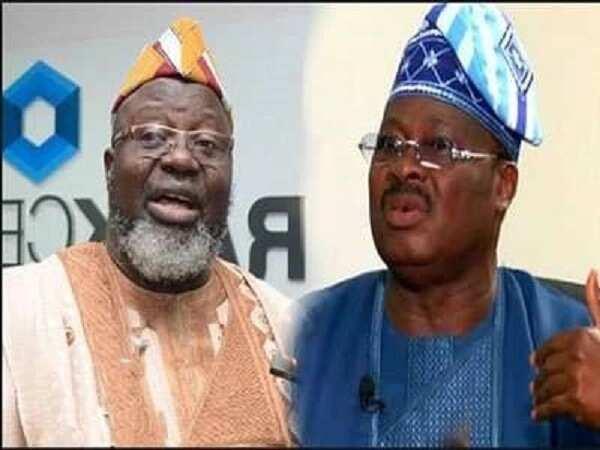 Ana musayar kalamai tsakanin ministan Buhari da gwamna Ajimobi