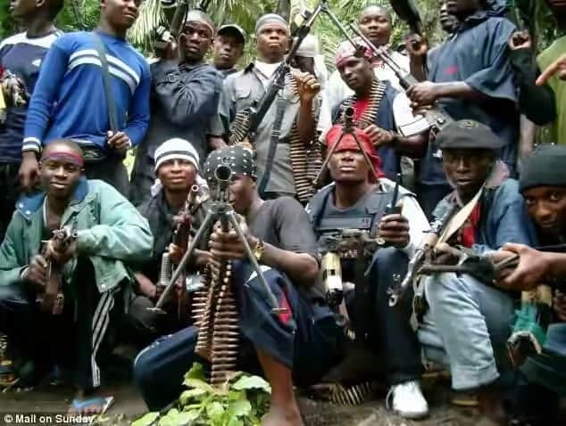 Militants tell residents to vacate oil facilities