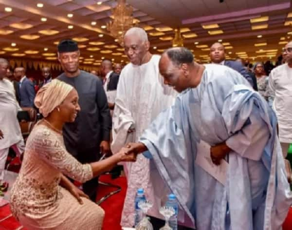 Osinbajo's wife greets former president Gowon with humility