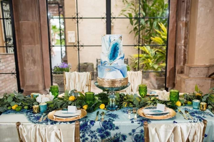 Wedding hall can be supplemented with bright fabrics with gilding