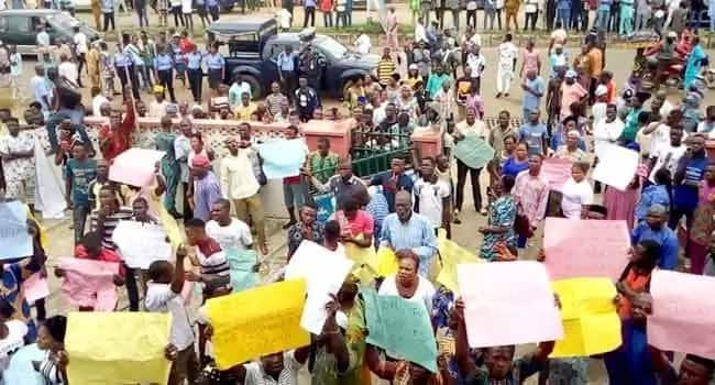 Breaking: Protesters storm APC secretariat in Ekiti over adoption of indirect primary