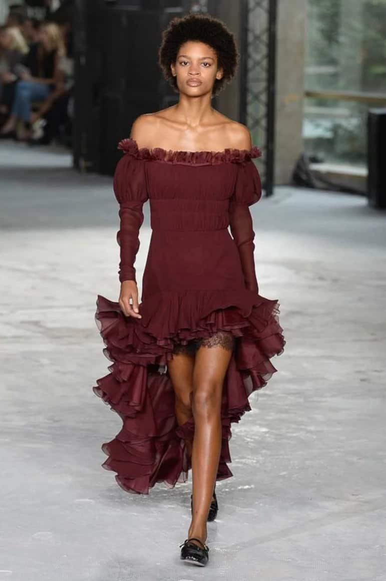 Short gown with flounces