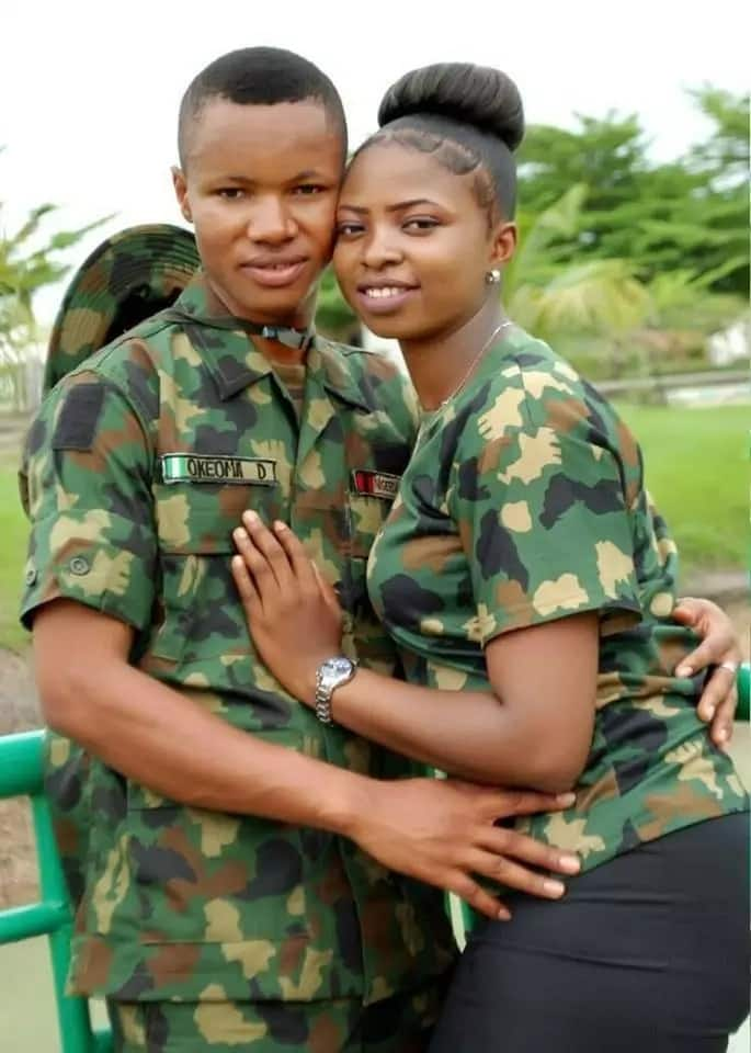 Cute pre-wedding pictures of two soldiers