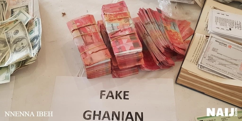 Exhibition of 'Juju', others as Buhari counts fake dollars at new EFCC HQ (photos)