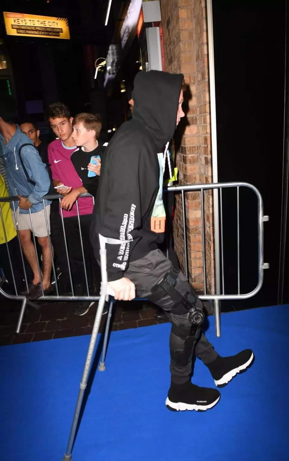 Kevin De Bruyne attends Manchester City documentary show on crutches