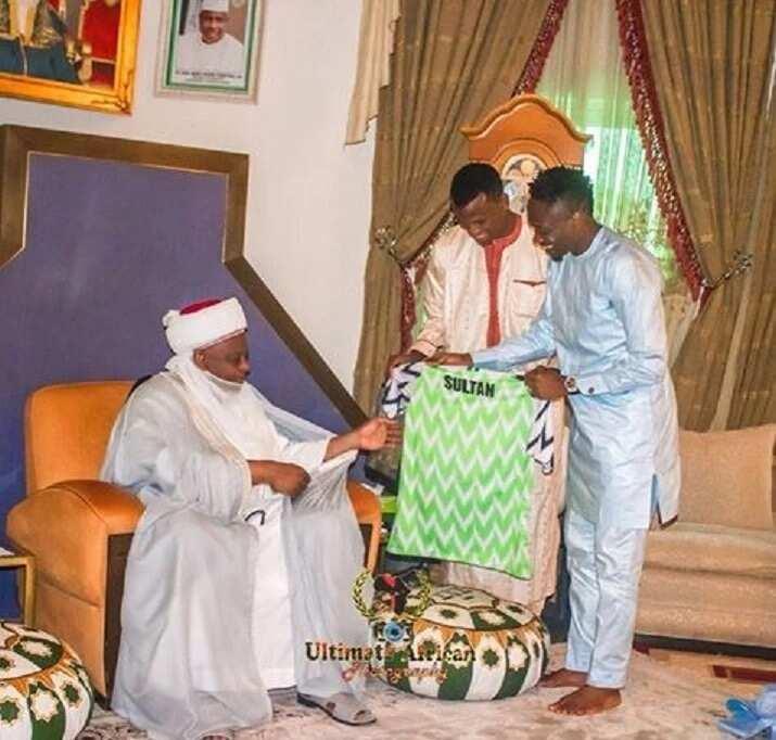 Ahmed Musa ya baiwa Sarkin Musulmi wata babbar kyauta (Hotuna)