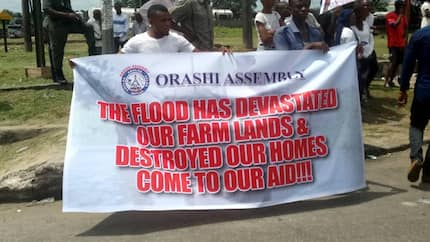 Flood victims in Rivers return home amidst fear of diseases, building collapse (photos)