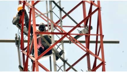 Man who climbed mast in Yola to protest economic situation taken to hospital for psychiatric test